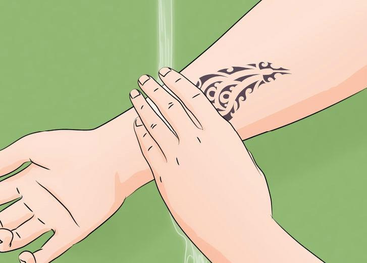 не касайтесь области татуажа без надобности